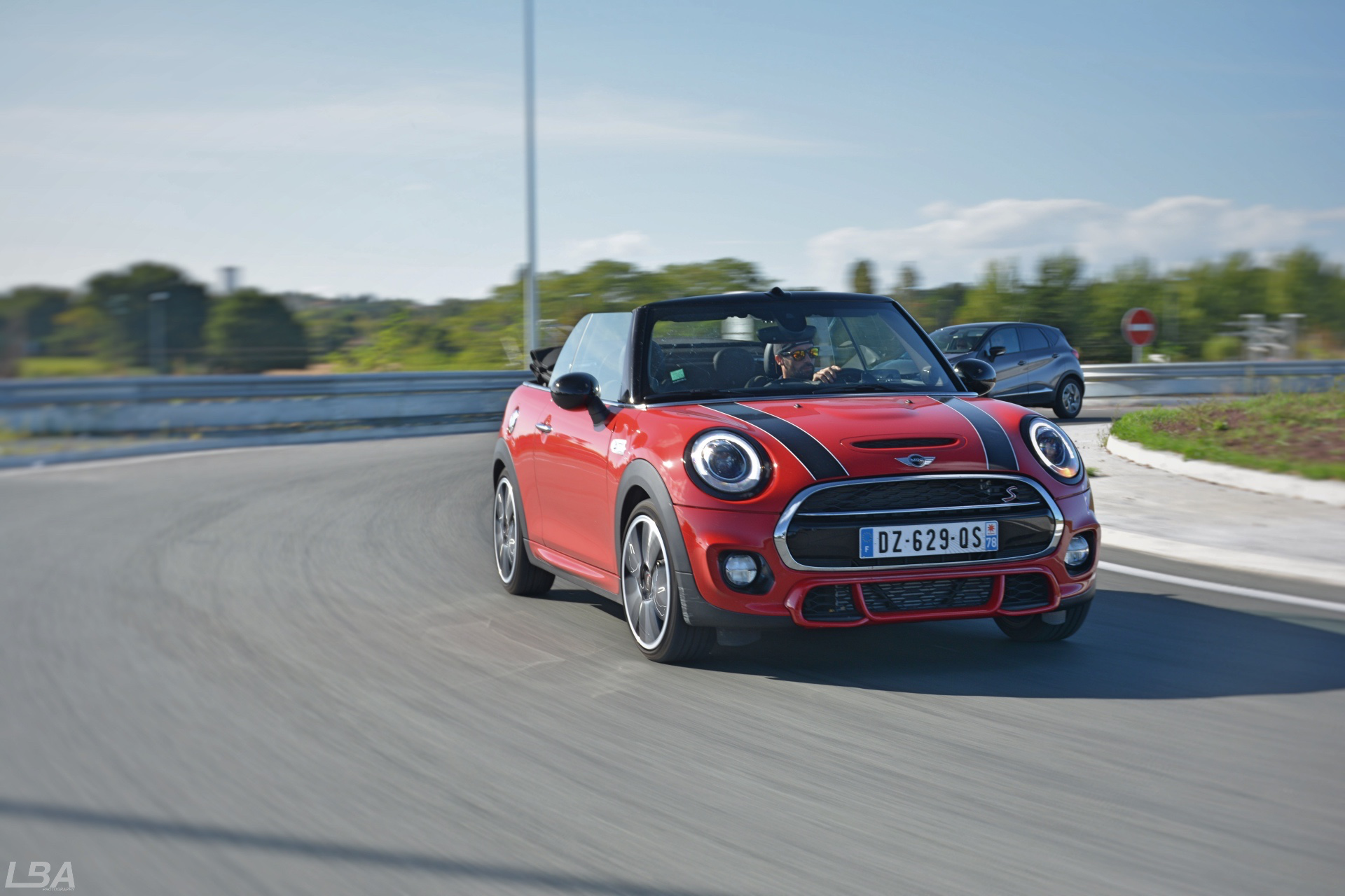 essai mini cooper s cabrio pack jcw le billet auto test drive. Black Bedroom Furniture Sets. Home Design Ideas